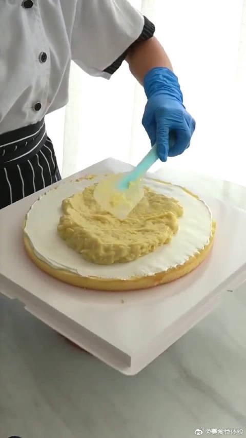 奶奶130岁大寿,专门给她定制的蛋糕,小姐姐真是用心了!