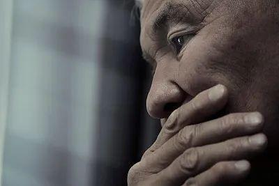 55岁男子,从不抽烟,却查出肺癌,提醒:常做三件事,肺易癌变