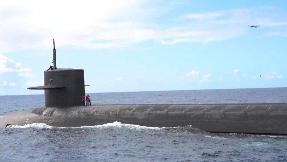 俄亥俄级弹道导弹潜艇进行无人机补给测试