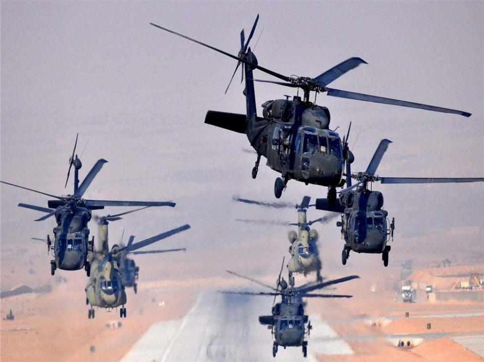 究竟怎么回事?2架军用直升机空中翻车,9名机组人员全部遇难