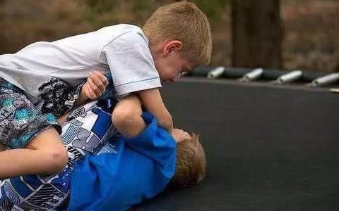 心理学追踪研究14年,发现儿童攻击性行为这个年龄就要改
