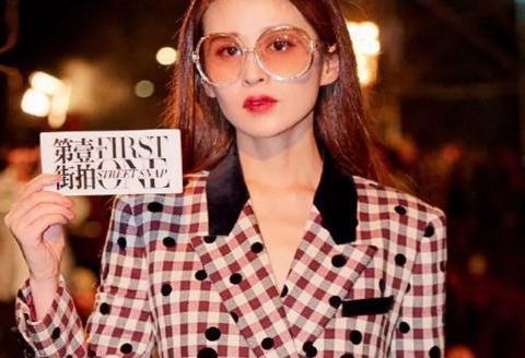《第壹街拍》颖儿波点格纹西装亮相时装周,气场全开、美上热搜!