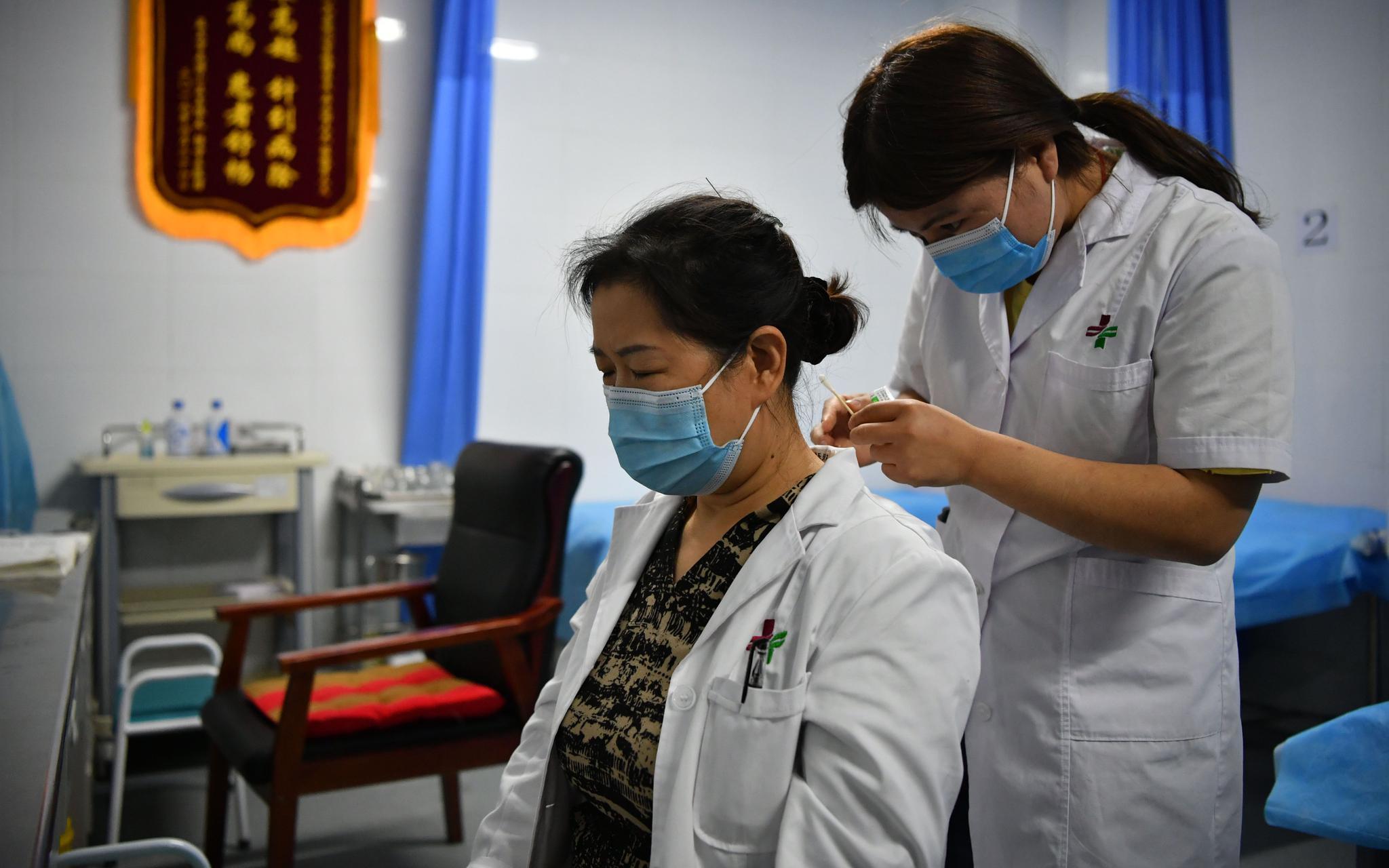 """北京援疆医生""""以身试针"""" :亲身感受才能发现问题图片"""