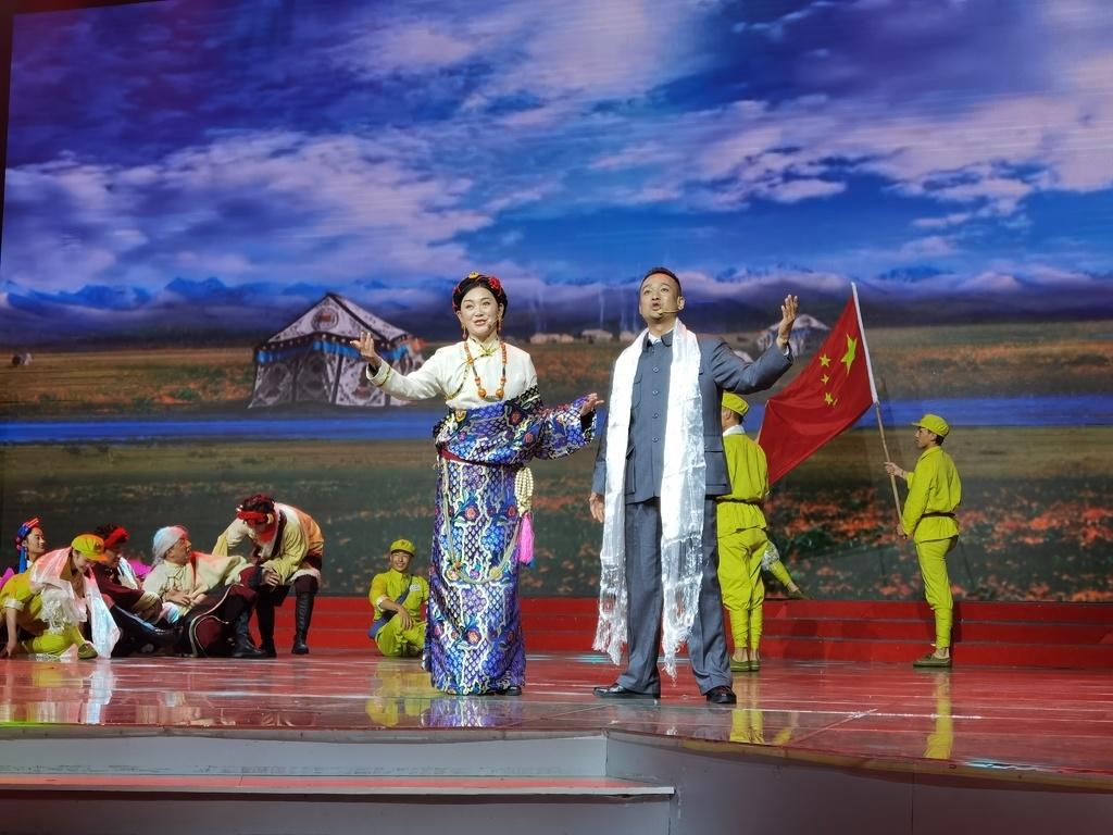 甘孜州2020年扶贫日特别晚会在康定举行