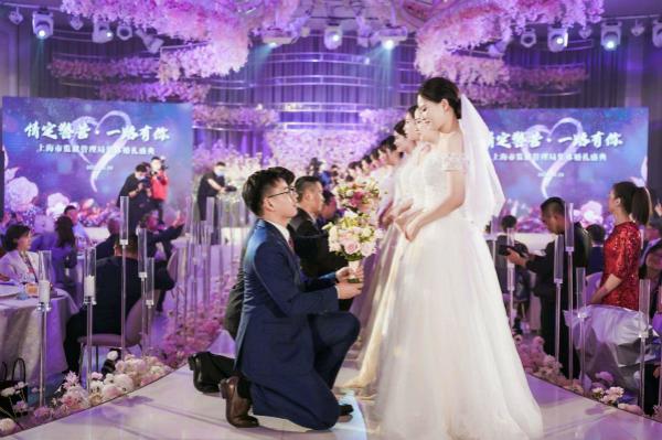 """战袍换婚衣,这场""""迟到""""的集体婚礼让人们深深祝福"""