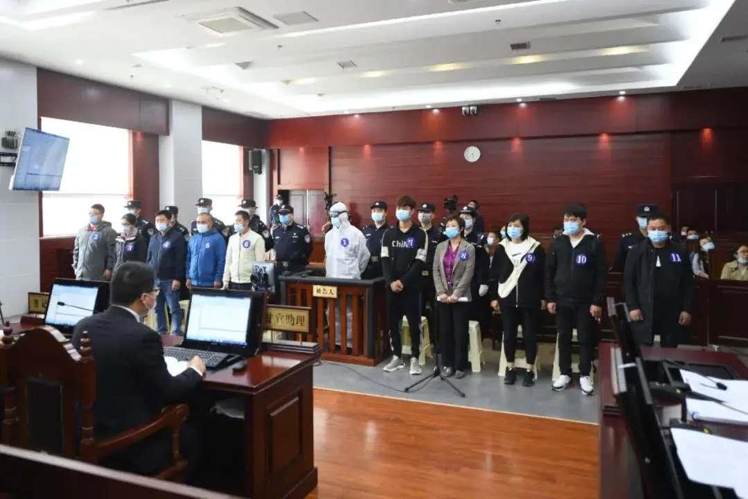郑渊洁举报盗版图书案开庭,涉案图书总定价近亿元图片