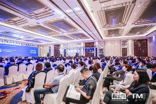 """红黄蓝荣膺2020中国好教育盛典""""战疫""""社会责任奖"""