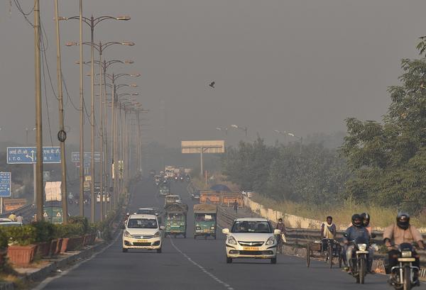 印度首都空气质量恶化 将导致疫情雪上加霜