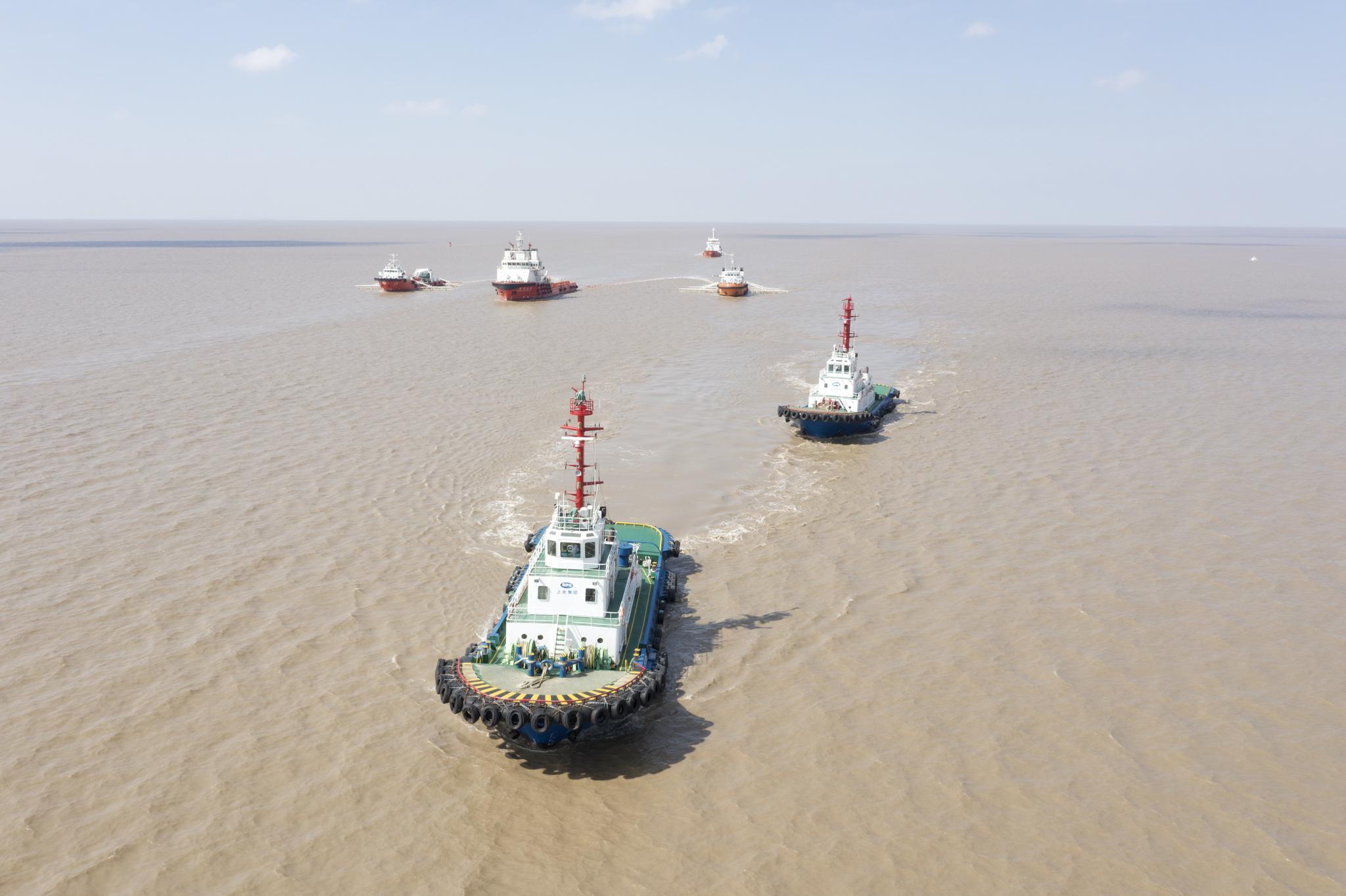"""危化品""""泄漏"""",多船集结洋山港,上海举行船载危险货物突发事故应急演习"""