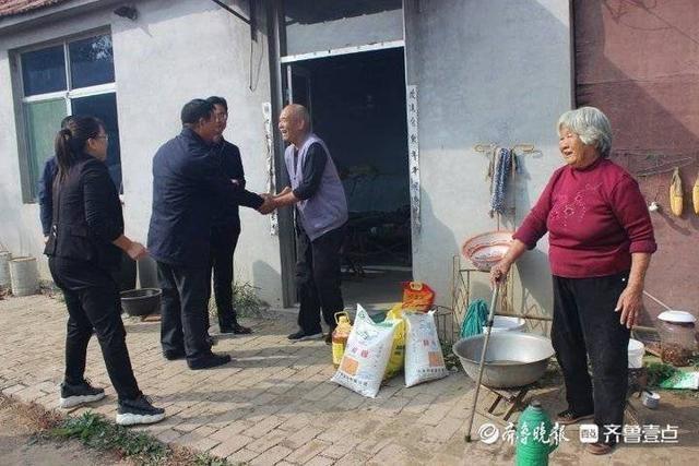 """东营市中心血站开展""""助力脱贫、关爱重阳""""文明实践活动"""
