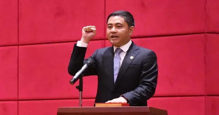 李强当选龙岩市永定区人民政府区长