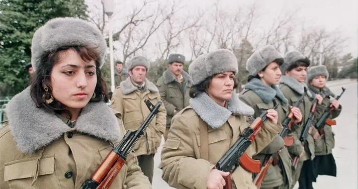 100万青年参军仍不够,亚美尼亚女兵大批入伍,誓死不当亡国奴