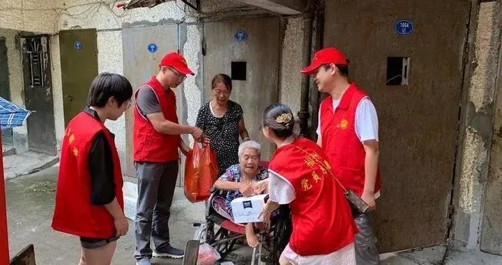 茶亭街道开展重阳节慰问活动 辖区老人收到暖心礼物