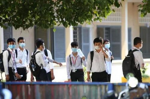 中国与国际机构合作助柬埔寨7万学童安全复课