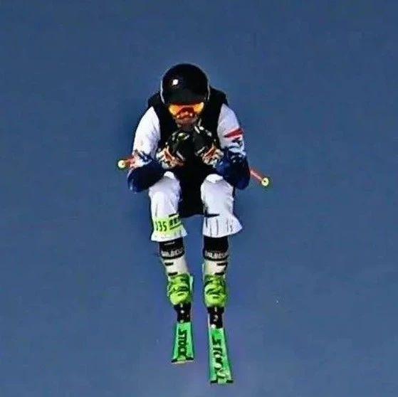 《冰雪知识微课堂》自由式滑雪障碍追逐雪上训练都有哪些具体内容?