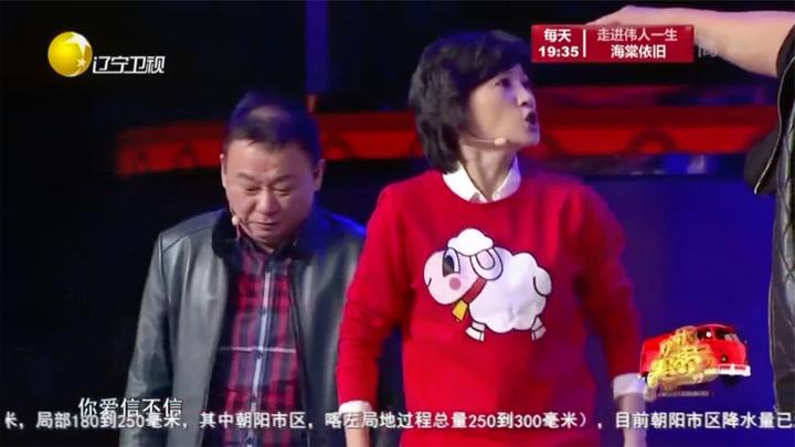 小品《大度男人》:邵峰被金玉婷男友误会,躲进被窝里瑟瑟发抖