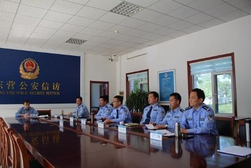 东营市公安局王广兴同志到市局信访大厅接访
