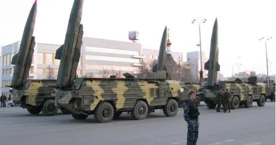 报复被俘老兵遭虐杀!大批导弹轰炸阿塞拜疆,伤亡人数直线激增