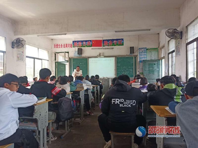 洞口县金田中学举行青年教师汇报课展示活动