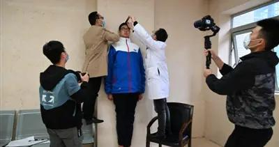 14岁男孩高221厘米,挑战最高青少年吉尼斯世界纪录