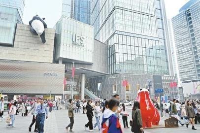 """调查丨奢侈品销售活跃、首店数量增长,消费品巨头为何争相""""增持""""四川市场"""