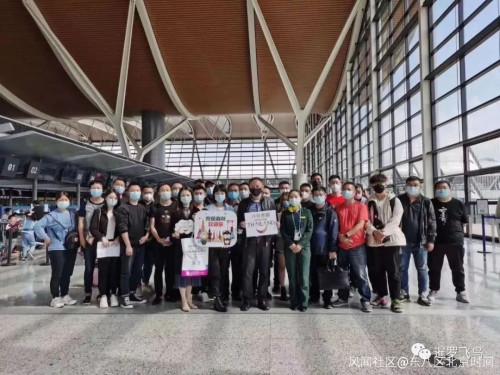 """首批39名持""""特别旅游签证""""中国游客抵达泰国,网友有话说…"""
