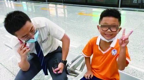 厦门一男童独自从海沧乘地铁进岛,幸被好心人发现接力寻回