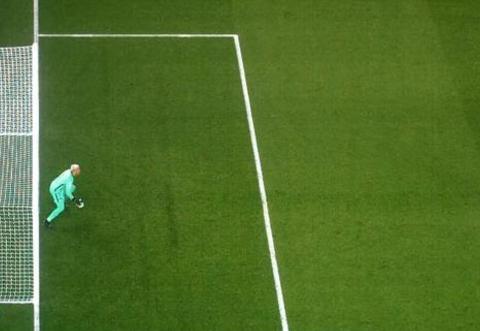 曼联2-1出现严重误判!姆巴佩被推倒在地却不吹,令巴黎错过点球