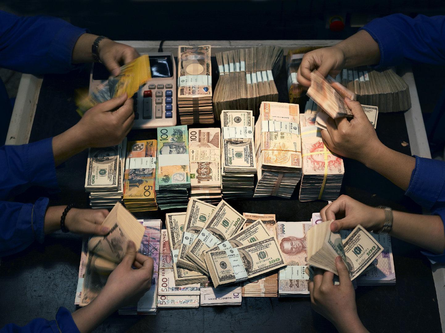 人民币国际化不能急,还差一场大冒险
