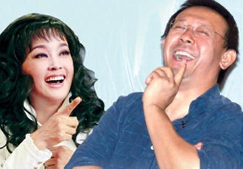 53岁的姜文和38岁娇妻,俩人同框照片,老婆生2子依旧美艳动人