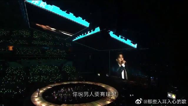 这首歌是王源为他母亲写的歌,台下粉丝泪奔了!开口就被惊艳