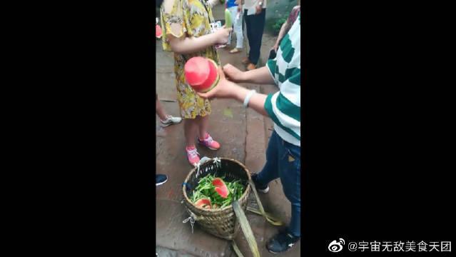 印度果然是个神奇的国度,就连削西瓜也有仪式感,这把刀挺好用!