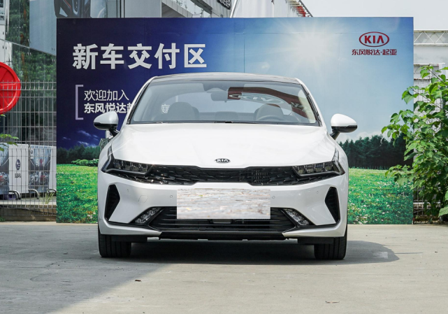 起亚成功了,换代K5销量大涨,近5米车长,16.18万买啥雅阁