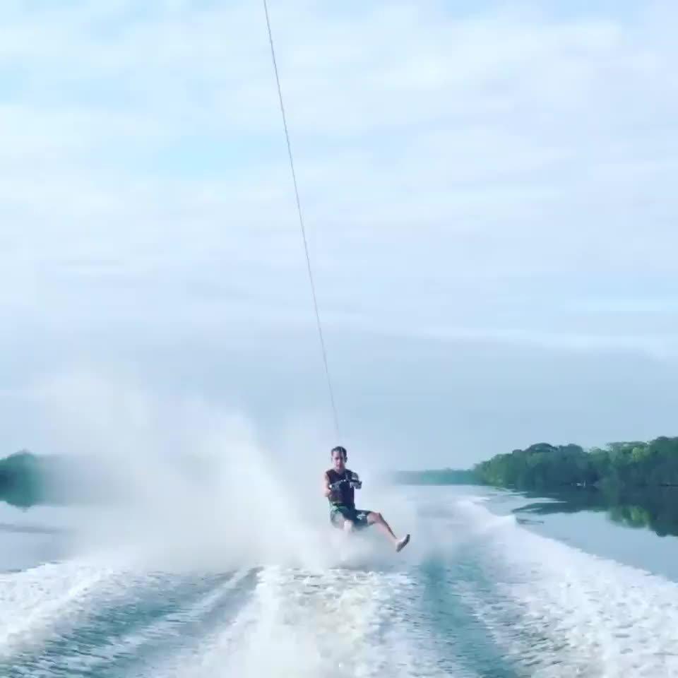 高速滑水臀