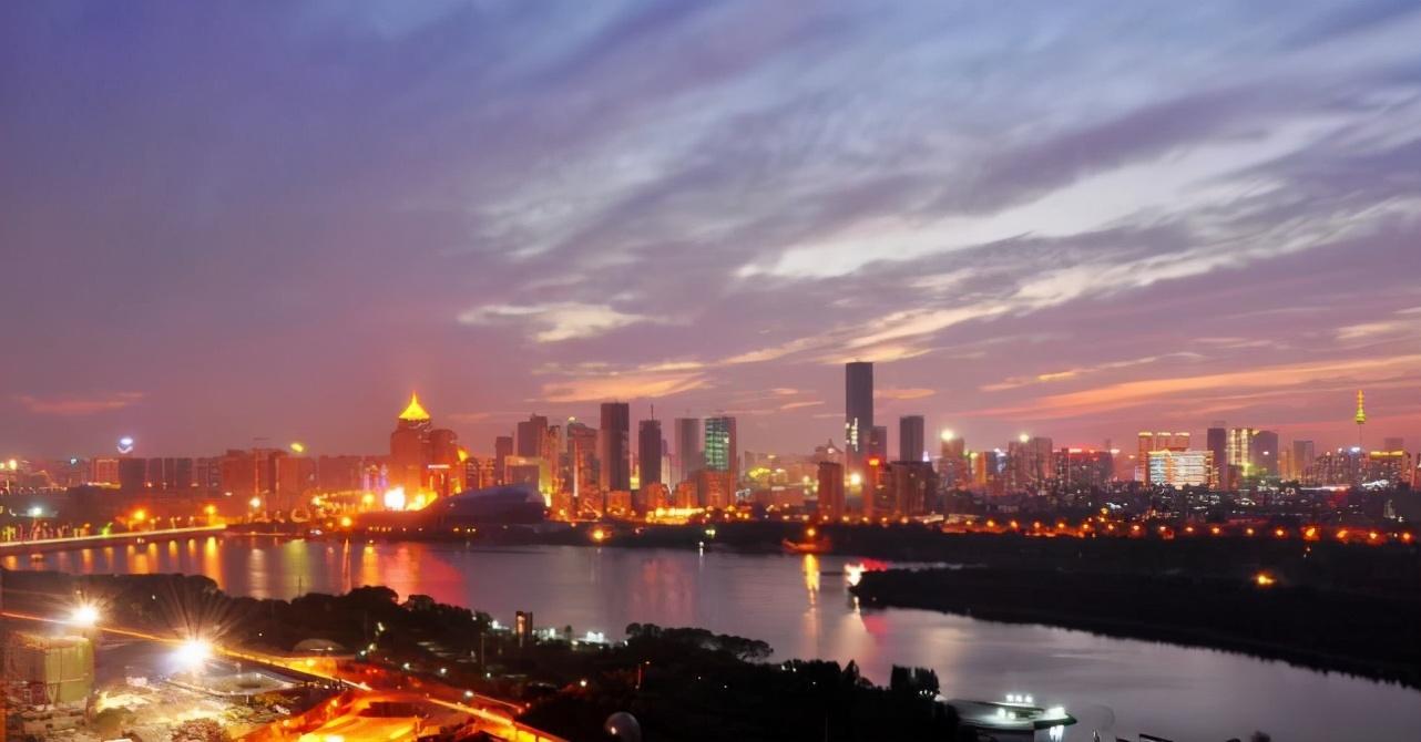 东北地区唯一特大城市,总人口超过800万,未来有机会追上成都