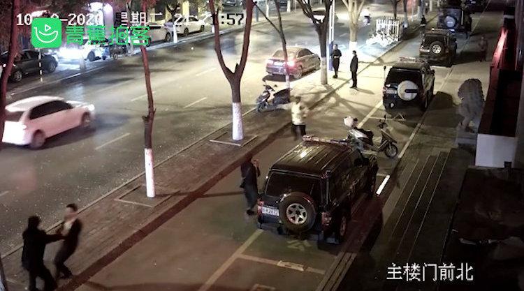 惊不惊喜意不意外!酒驾男弃车逃跑撞进特警怀里