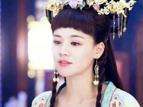 """古装美女留""""半斤重""""齐刘海,杨幂唐嫣赵丽颖,你觉得谁最美?"""