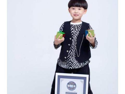 易烊千玺的弟弟7岁破世界纪录,记忆力和毅力惊人,长大要超哥哥
