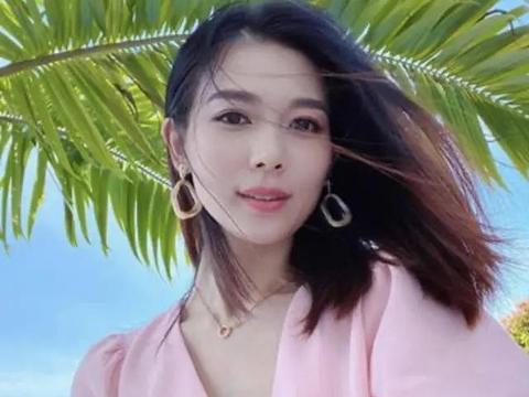 前TVB花旦杨秀惠回港,为准新娘岑杏贤庆生,互晒巨型钻戒