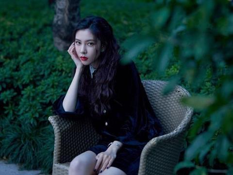 宋妍霏穿黑色太有型了,硬生生的穿出了国际名模范儿
