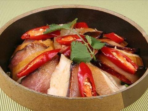 美食精选:腊肉烩香干、腊八蒜烧肥肠、豆花牛杂、豆干肉丸粥