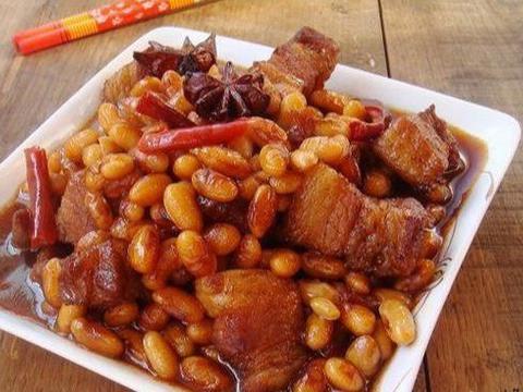 美味家常菜:黄豆红烧肉,茄汁青鱼,香芹虾仁