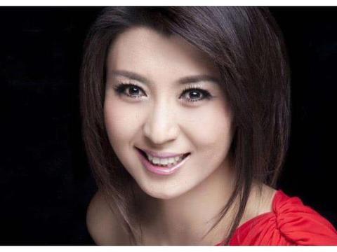 她当初是赵本山的徒弟,不顾家人阻拦嫁入豪门,今47岁成人生赢家