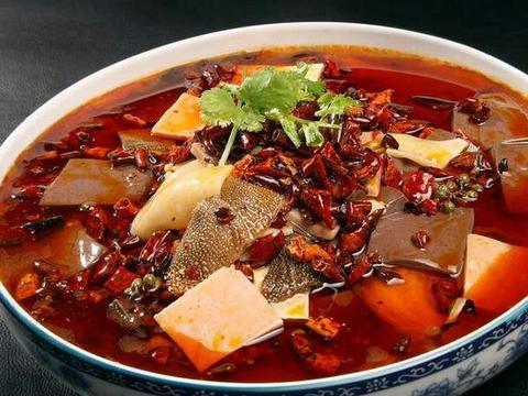 毛血旺,汤汁红亮,麻辣烫嫩鲜,味浓味厚,开胃下饭促进食欲