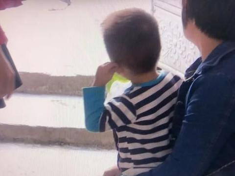 汕头潮阳区一幼儿推搡一人摔伤,引发脑梗亟待救助