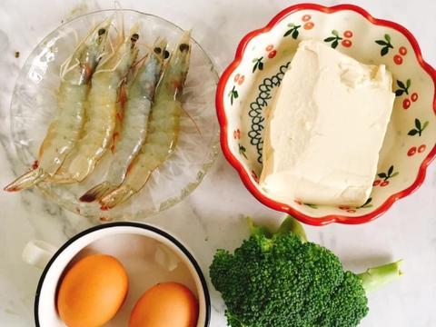 美食家常菜推荐:嫩滑鸡蛋羹,红烧猪脚,豆干炒三丝,简单又美味