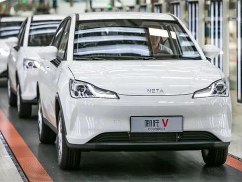 哪吒V量产车型正式下线  搭载一项罕见安全系统