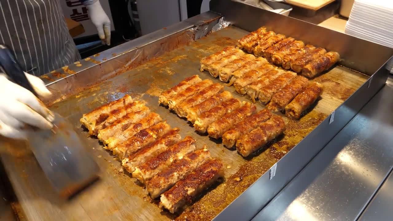 韩国街头美食,江陵泡菜卷,想吃得排队