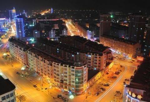 辽宁朝阳一个县级市,和内蒙古、河北接壤,拥有红石山景区