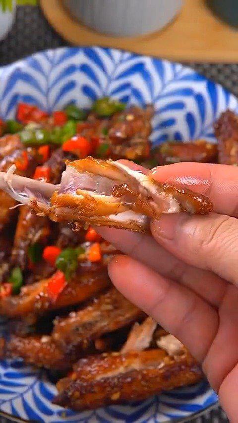 蒜香鸡翅这样做,外焦里嫩,蒜香浓郁超好吃!